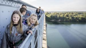 Bridgewalking er en sjov og anderledes ferieoplevelse med dine børn